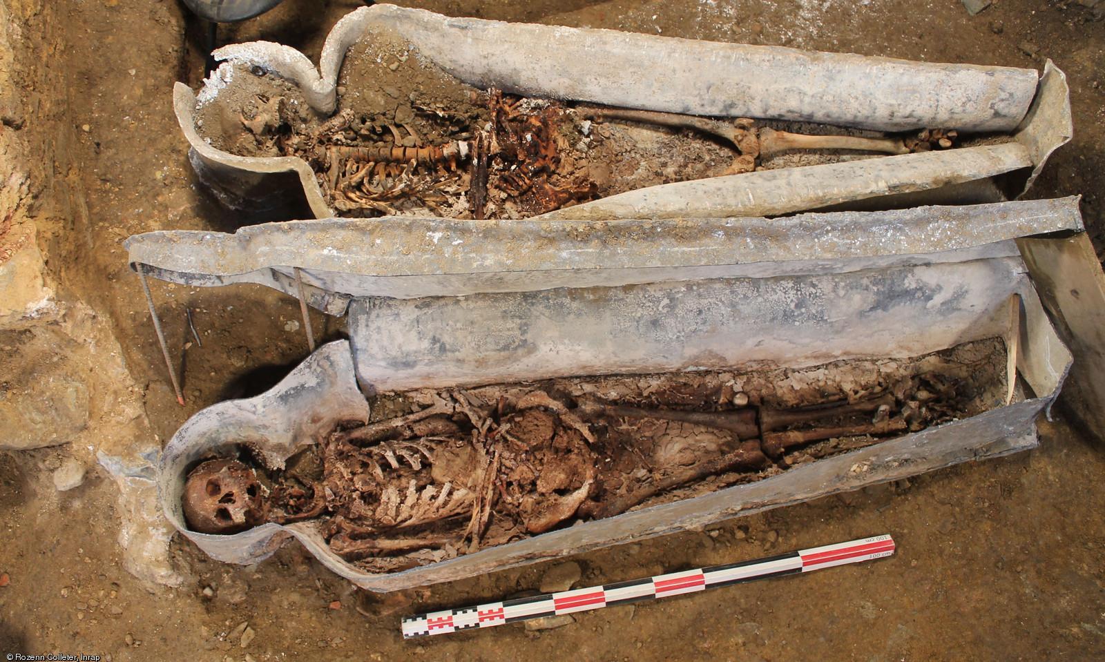 Французские археологи нашли забальзамированные сердца европа.