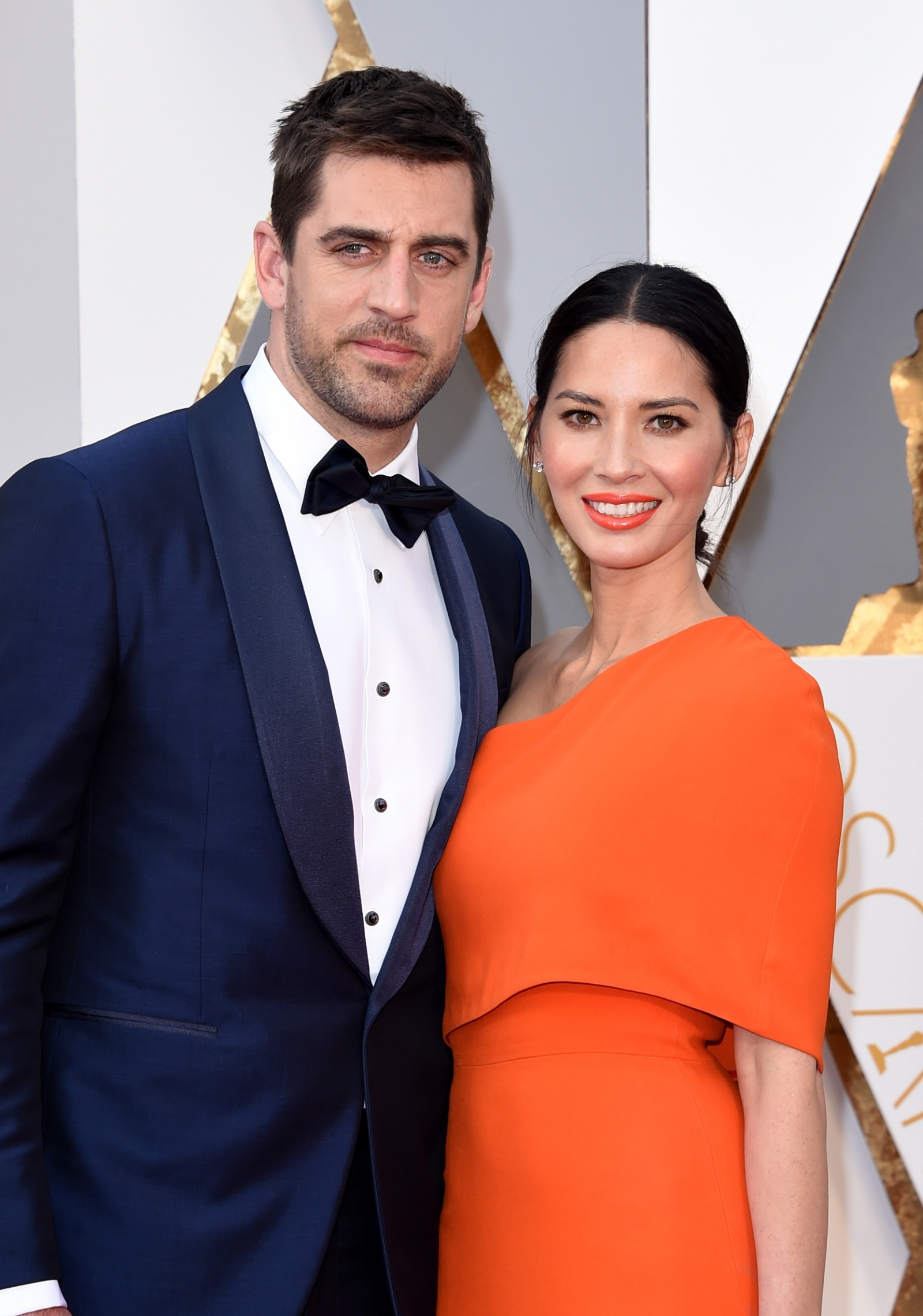 Are aaron rodgers and hillary scott dating 8