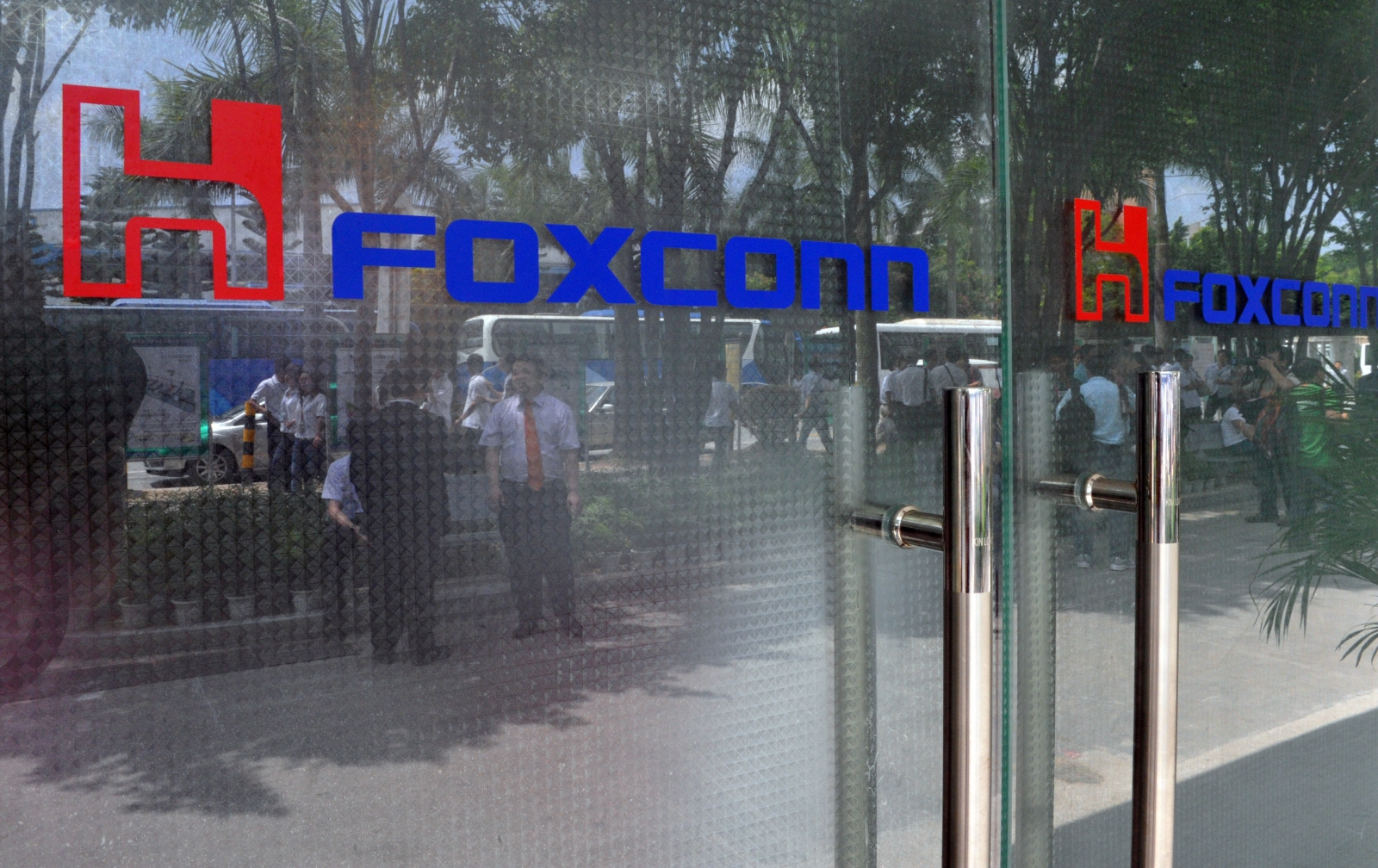 Apple supplier Foxconn considering $7bn investment in US for a display facility