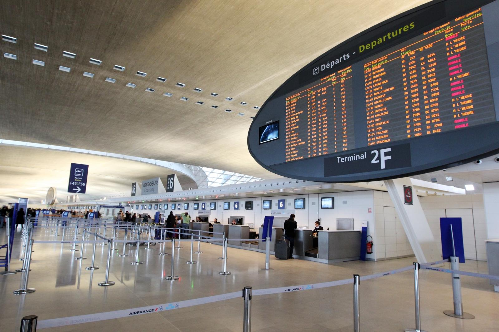Charles De Gaulle Airport In Paris Starts Testing Facial