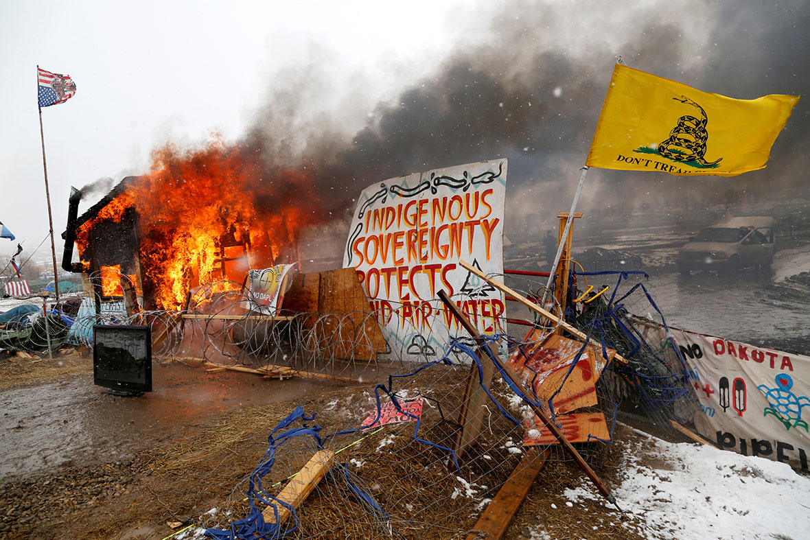 Standing Rock goes up in flames as Dakota Pipeline protest ...