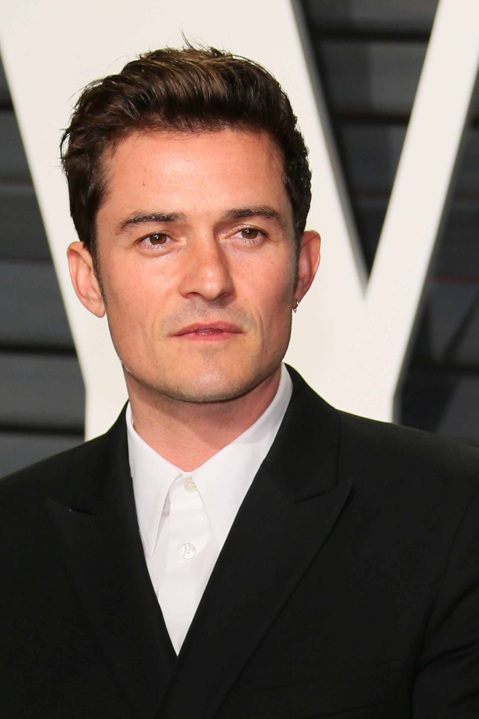 Orlando Bloom wants to date Selena Gomez, called her the ... Orlando Bloom