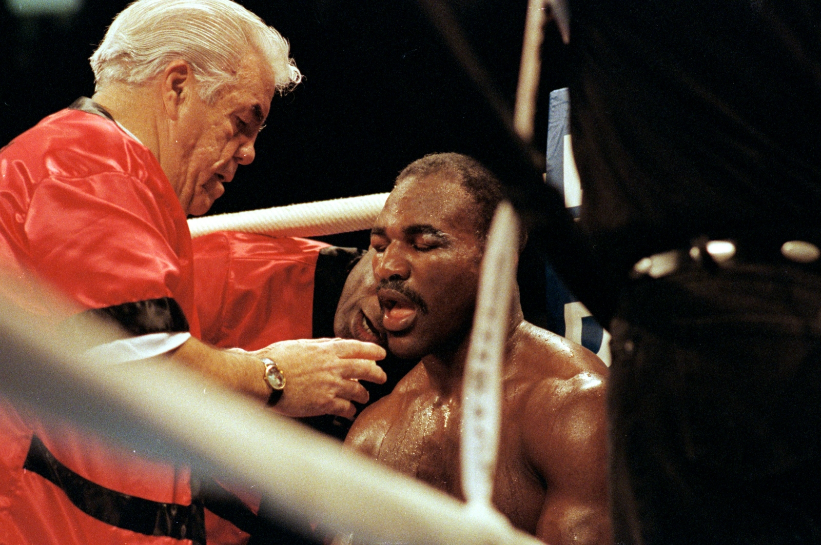 Legendary boxing manager and trainer Lou Duva dies aged 94