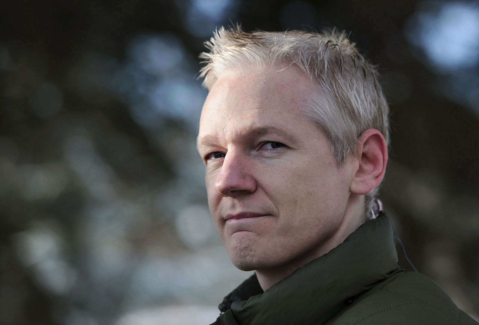 julian assange brands cia incompetent after leak of hacking secrets