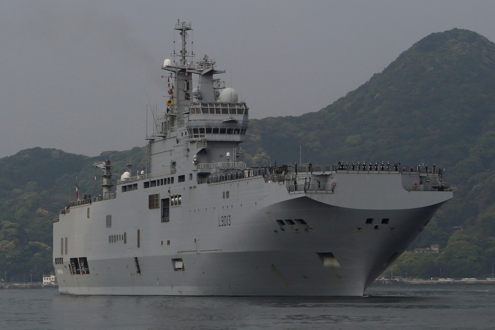 french navys amphibious assault carrier arrives in japan for joint drills risking chinas ire