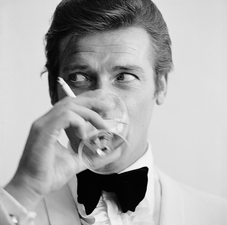 Fellow James Bond stars Sean Connery, Pierce Brosnan pay tribute to Roger Moore