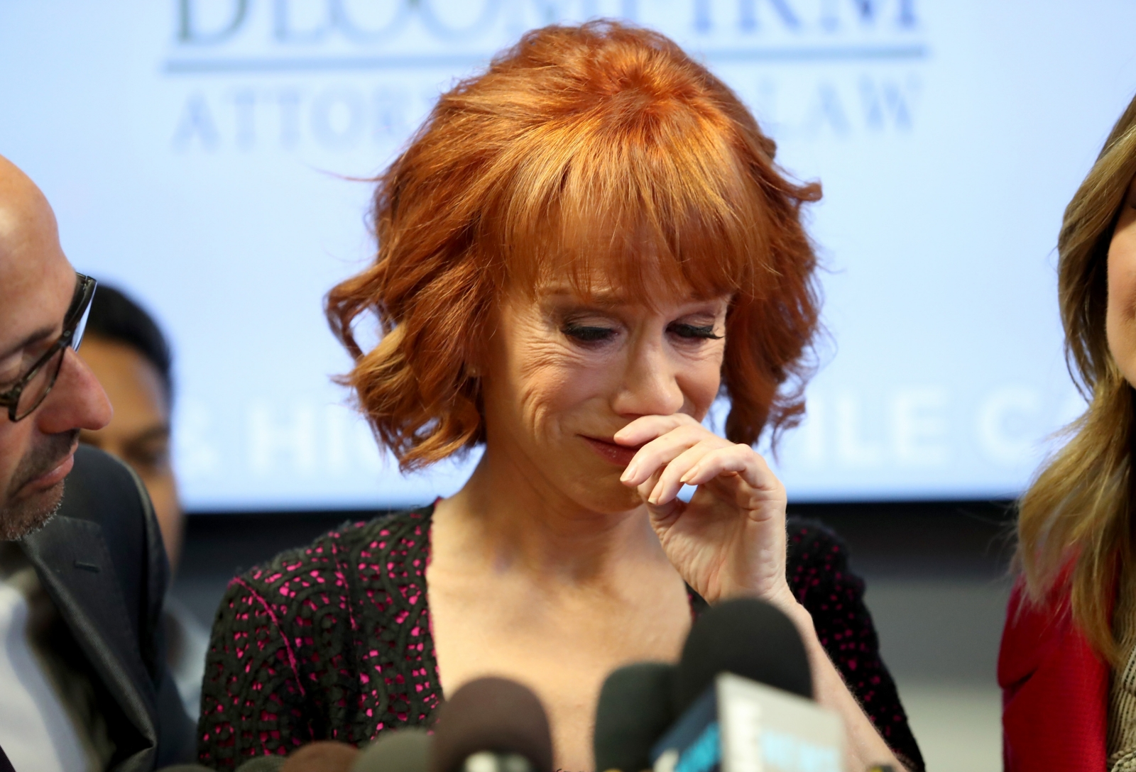 Jamie Foxx Urges Fans Not To Kill The Comedian Kathy Griffin Following Trump Decapitation Stunt