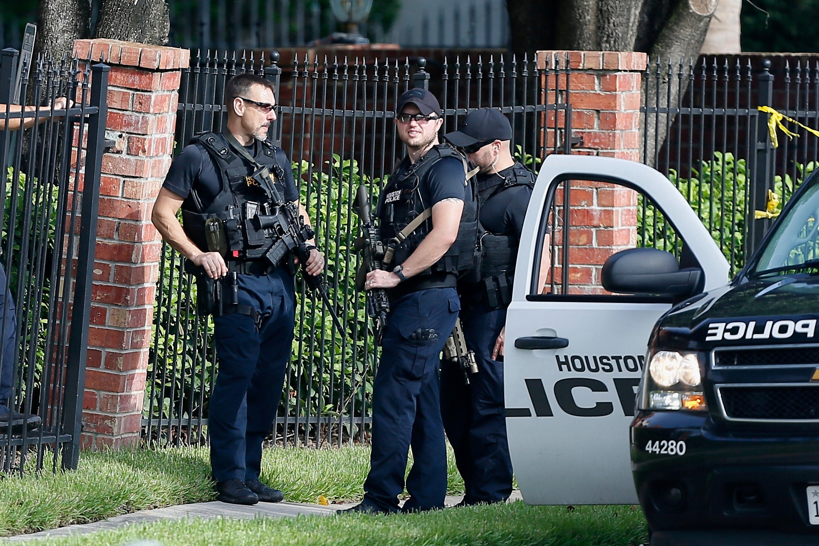10 month old baby shot dead in father 39 s arms in houston. Black Bedroom Furniture Sets. Home Design Ideas