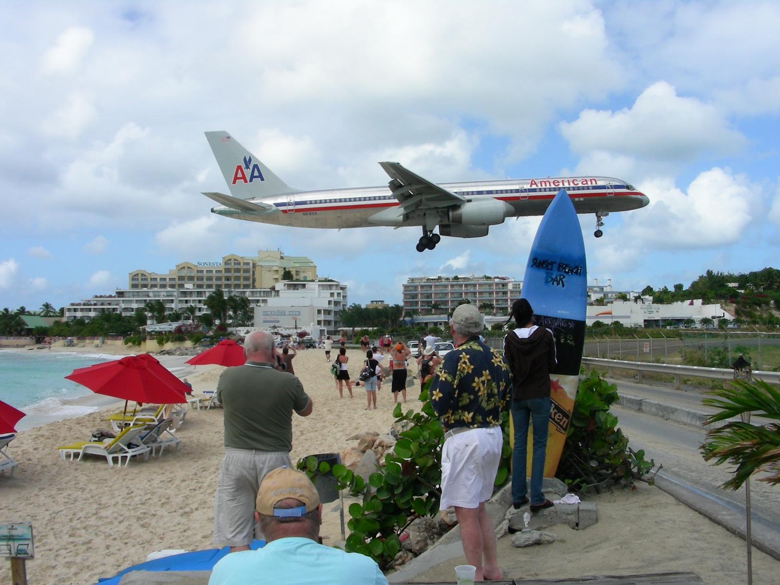Beach st maarten airport