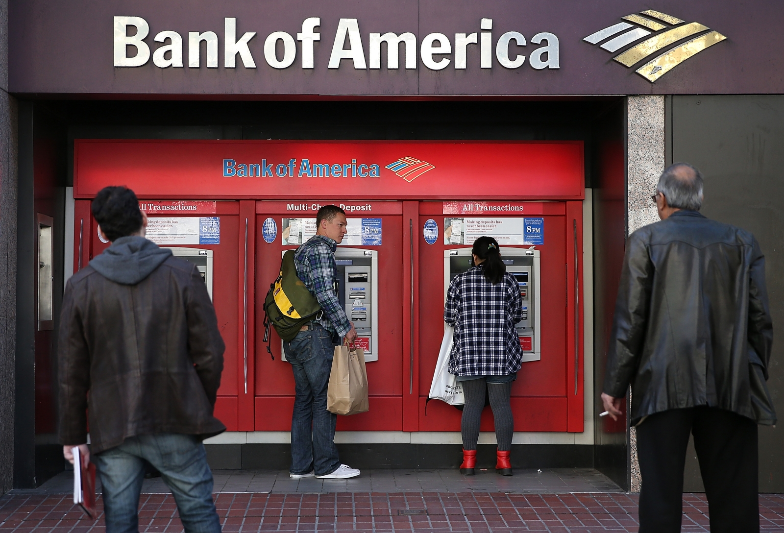 man trapped in atm pleads for rescue by slipping notes