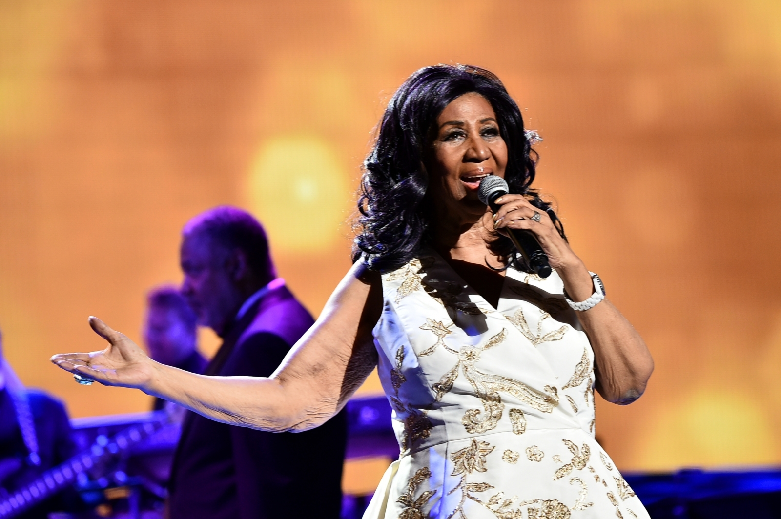 New woman: Aretha Franklin debuts dramatic weight loss and new hairdo on retirement tour