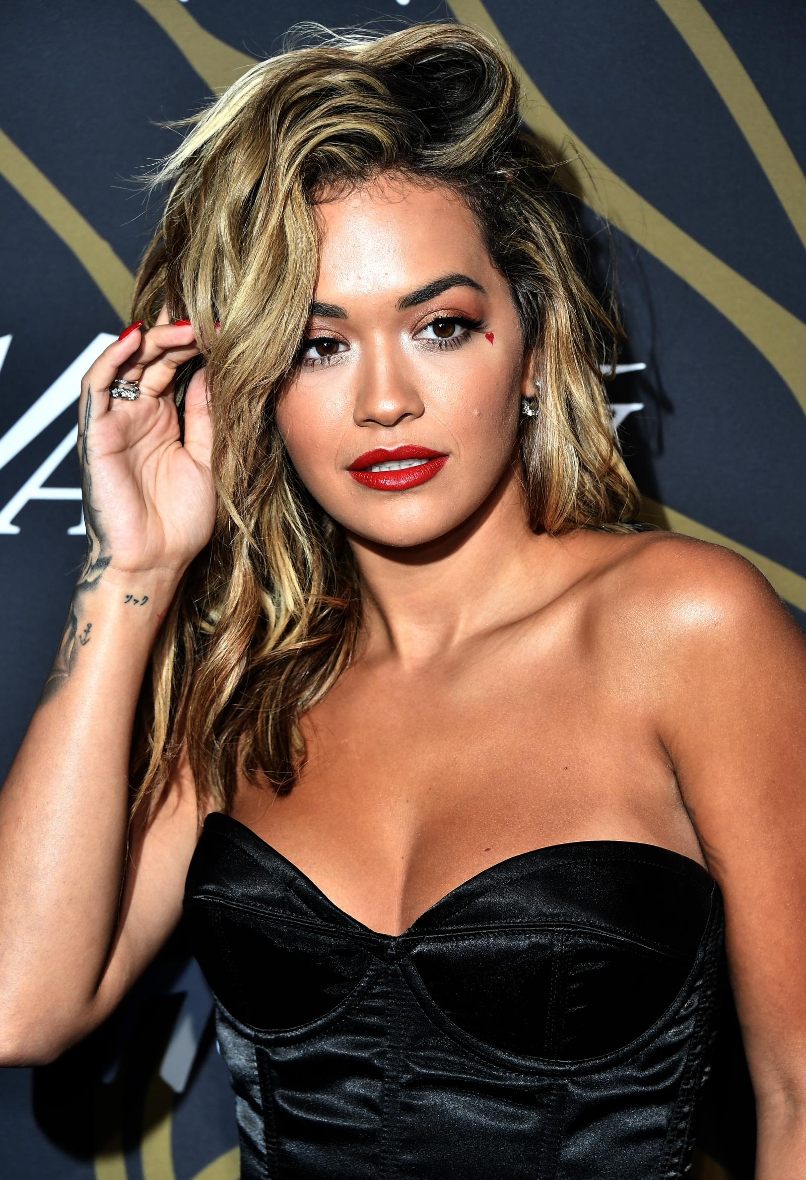 Good Lawd Braless Rita Ora Exposes Cleavage In Skimpy