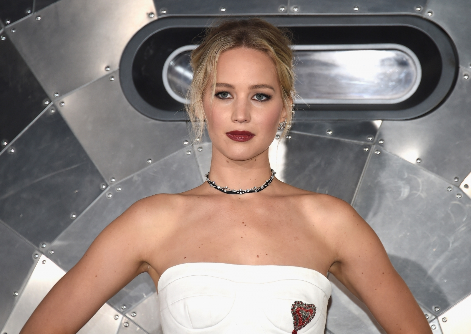 Jennifer Lawrence poses nearly naked for Vogue photoshoot and fans are going wild: 'Natural beauty'