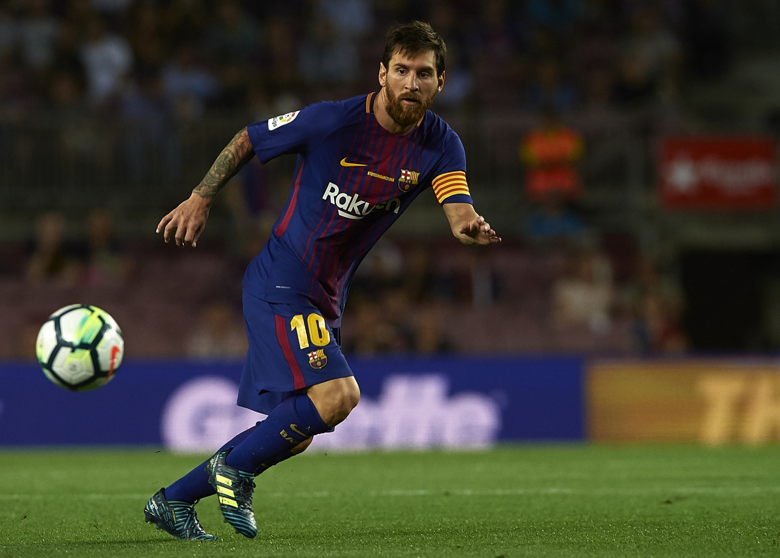 Barcelona chief says agreement with Lionel Messi is total