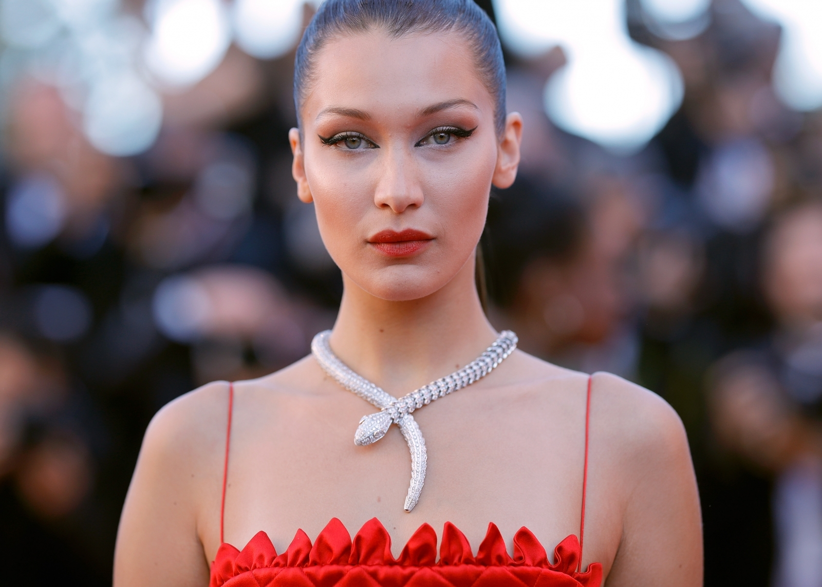 Bella Hadid praised after going make-up free on Instagram: 'Natural beauty'