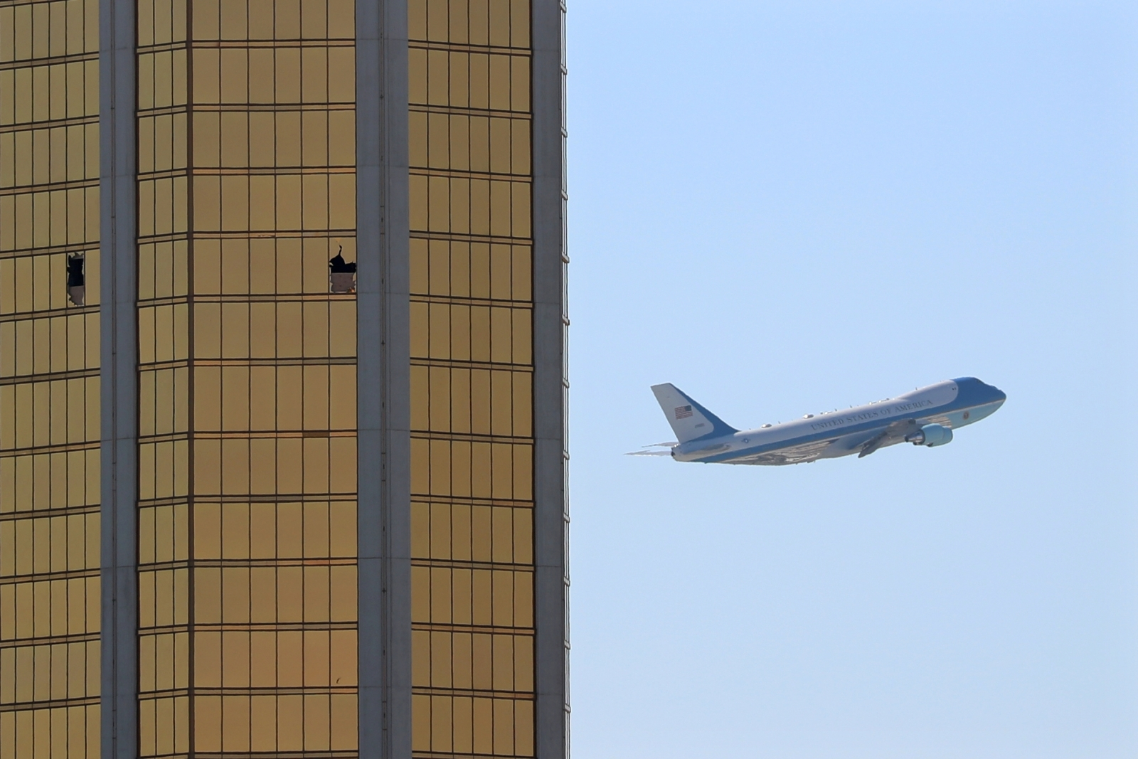 Disturbing photo shows Trump's plane flying past broken ... Stephen Paddock