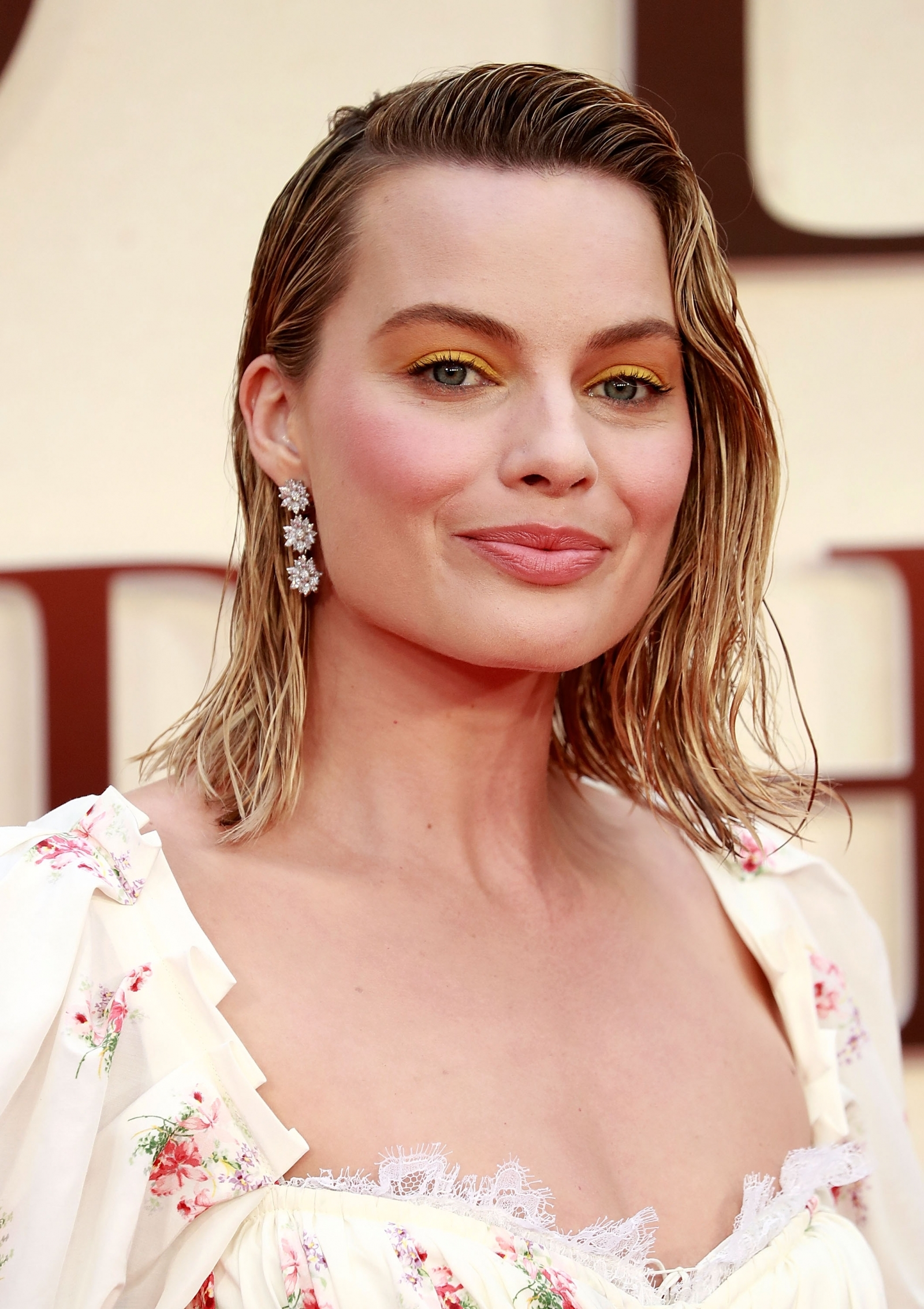 Margot Robbie delights her fans on the red carpet at I, Tonya screening