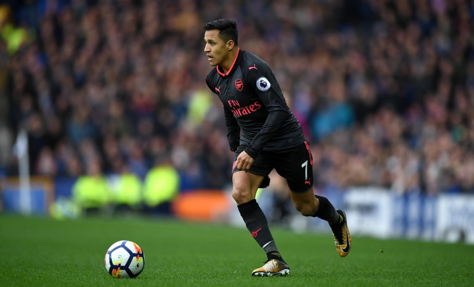 Manchester City will have to pay £30m to sign Alexis Sanchez in