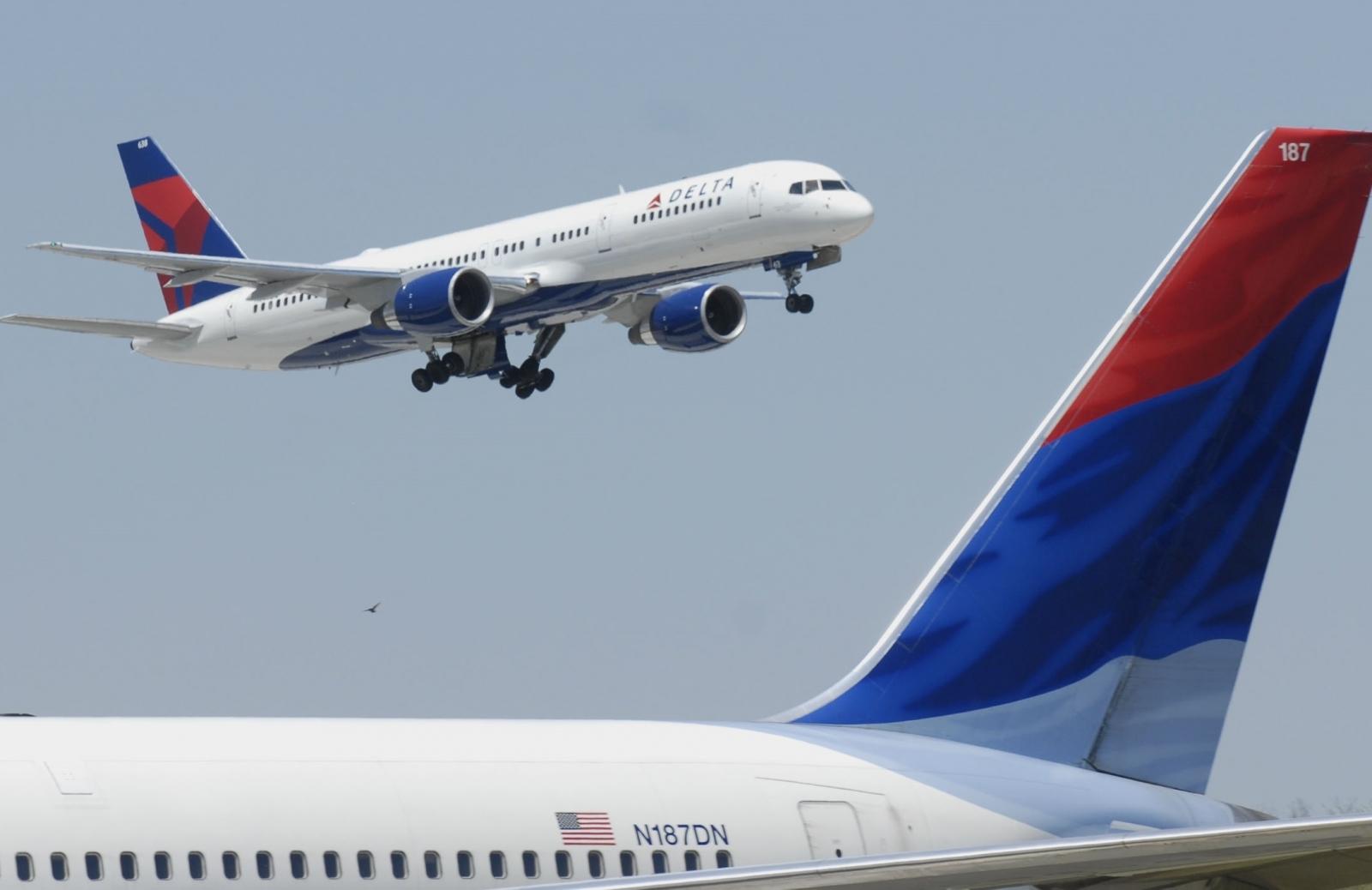 Delta flight makes emergency landing after broken window