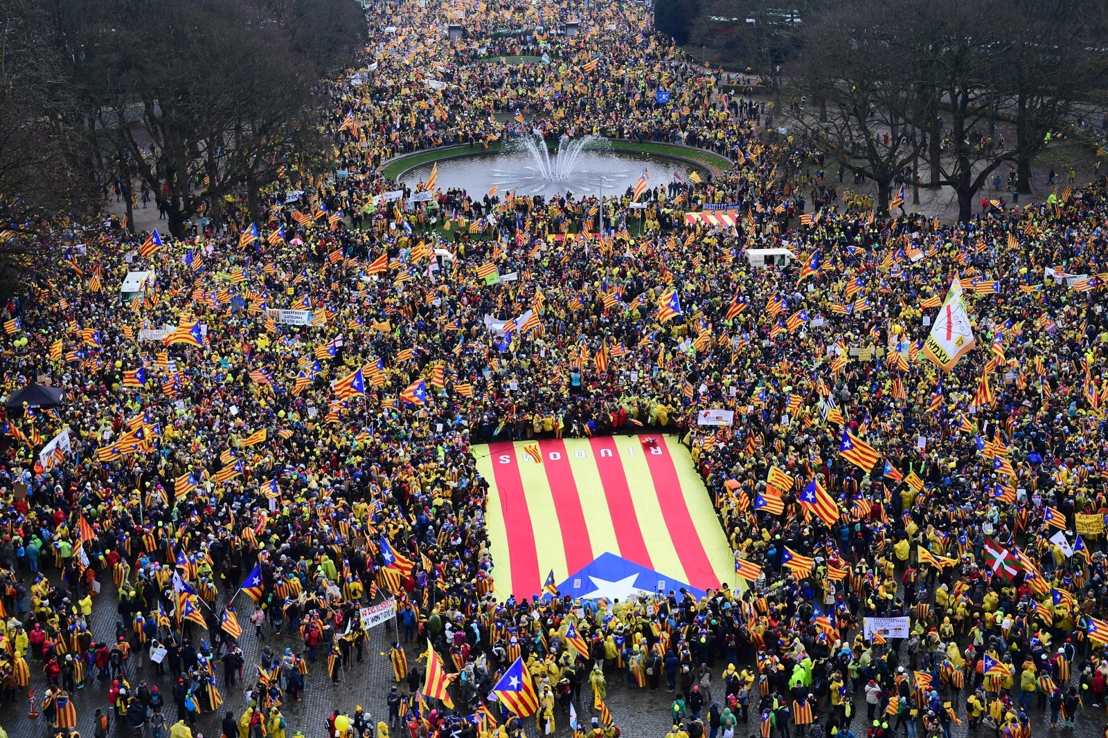 Thousands of pro-independence Catalans from all over Europe gather in Brussels for huge rally