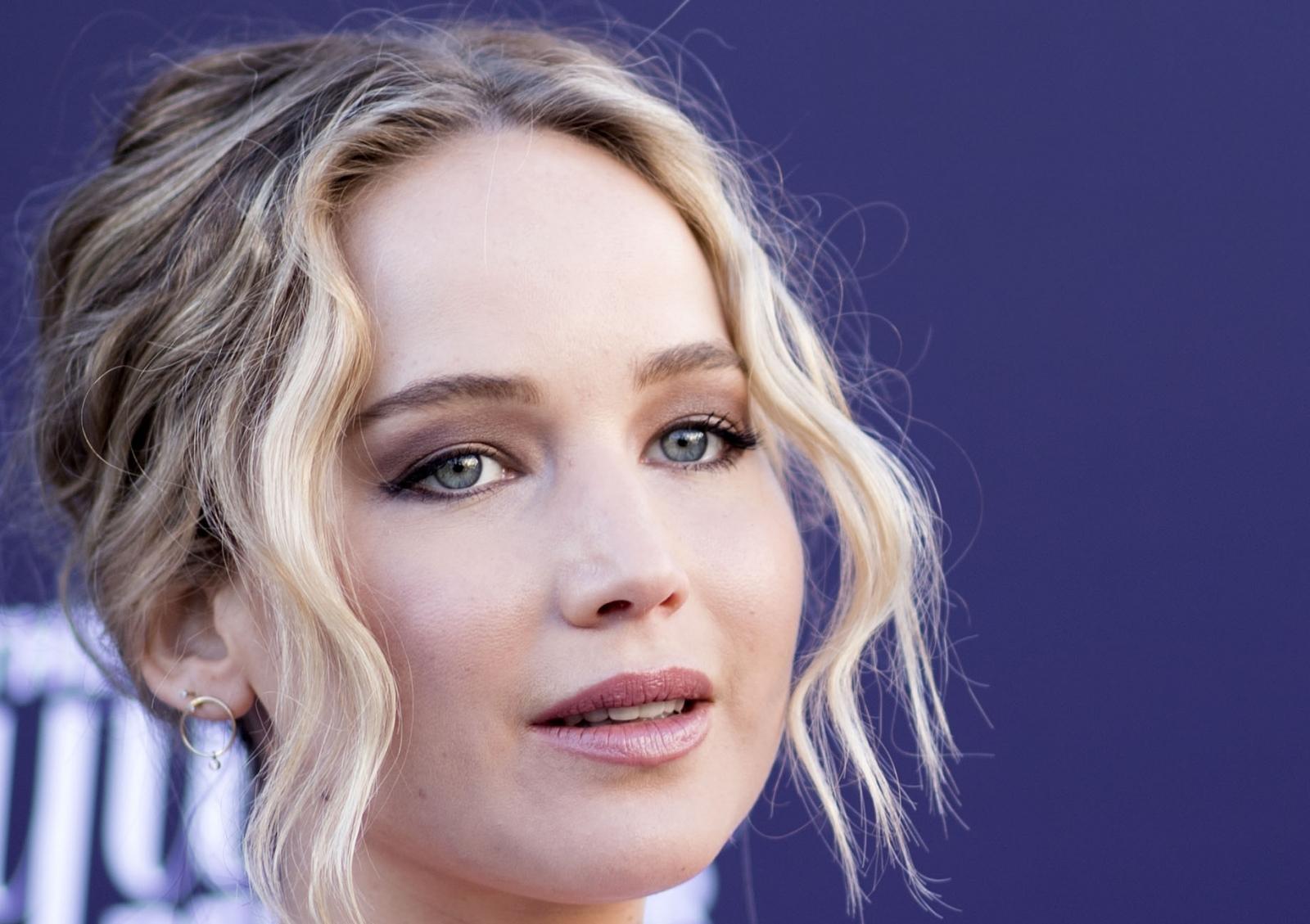 Jennifer Lawrence send...