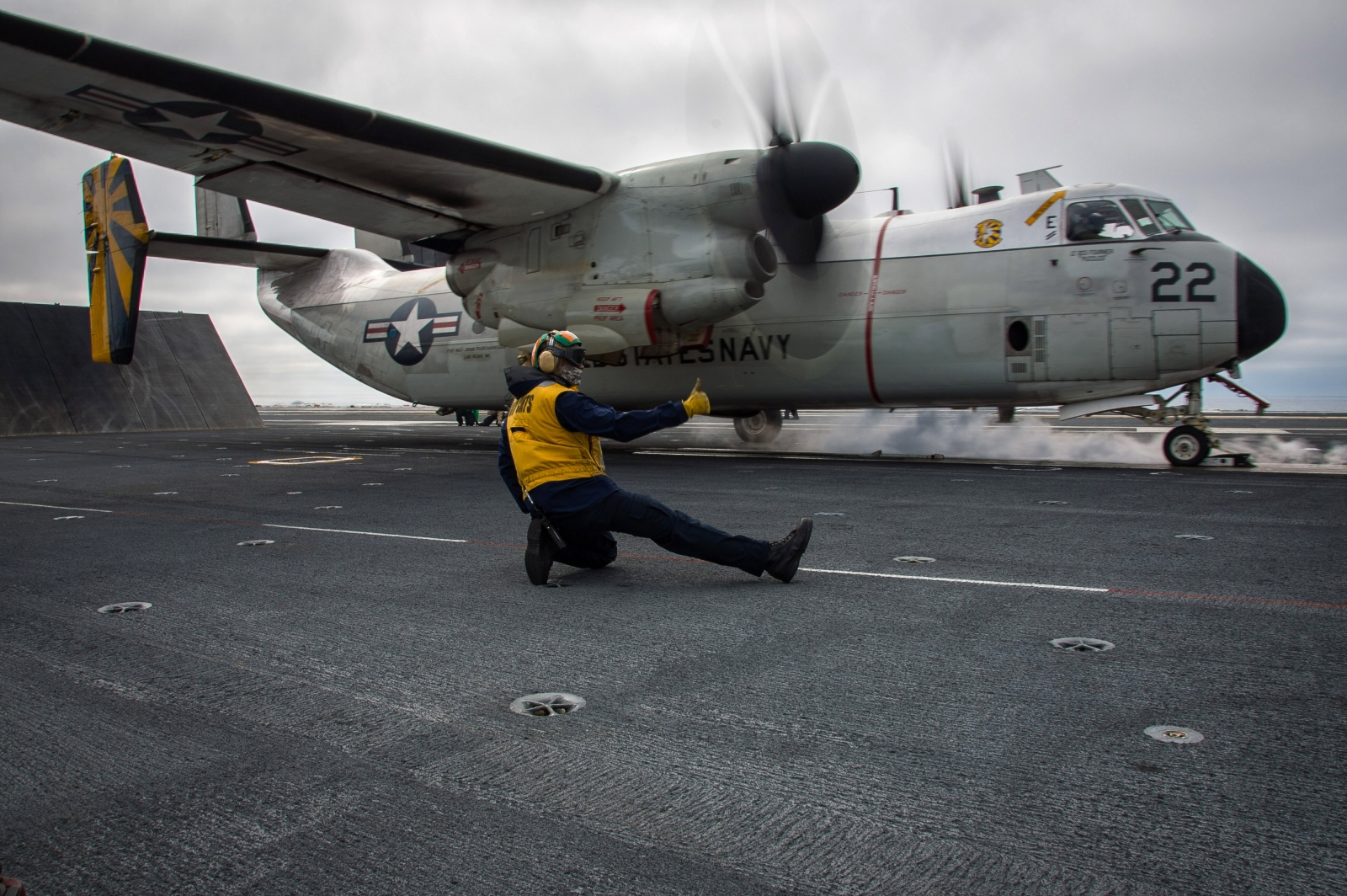 us navy plans to recover aircraft that crashed into