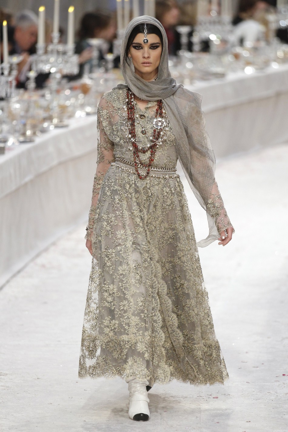 karl lagerfeld hosts india inspired couture show for