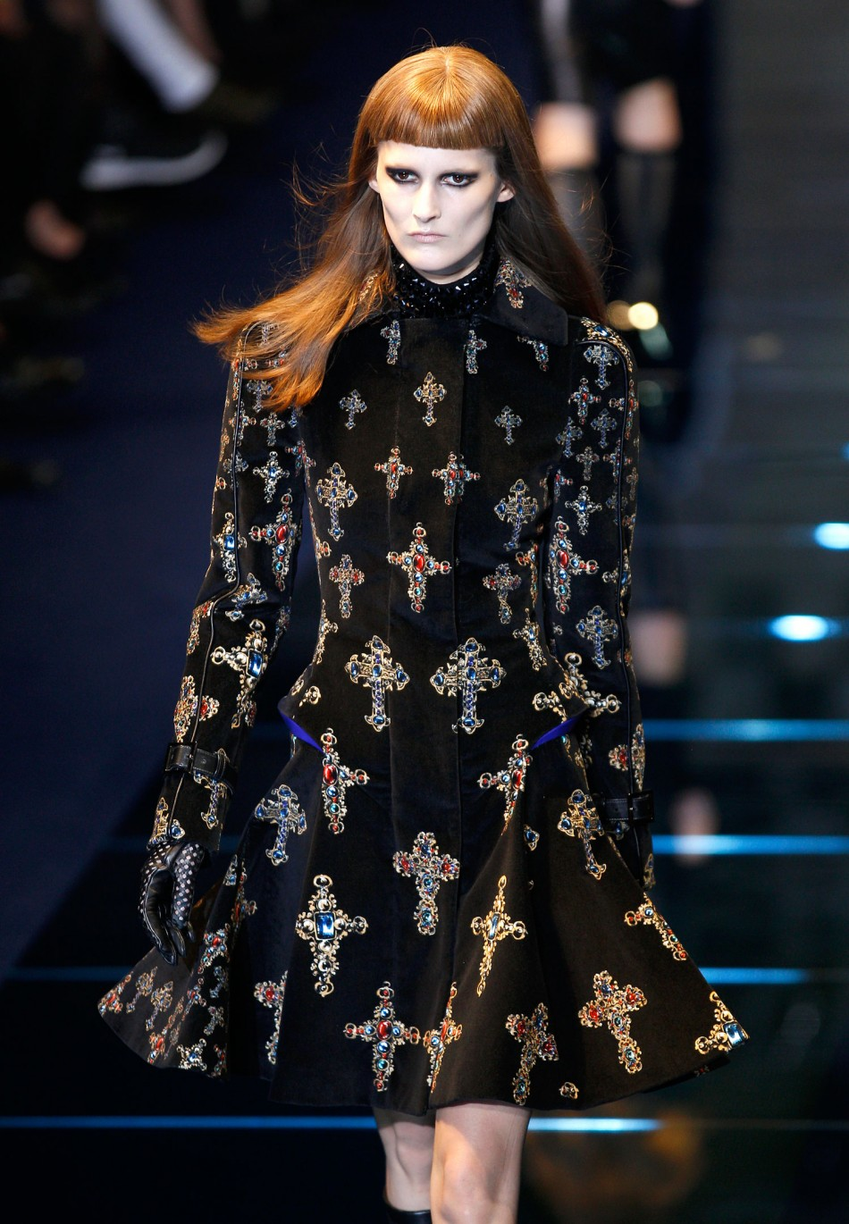 From Crucifixes To Fishnet Boots Versace S Gothic Collection At Milan Fashion Week Photos