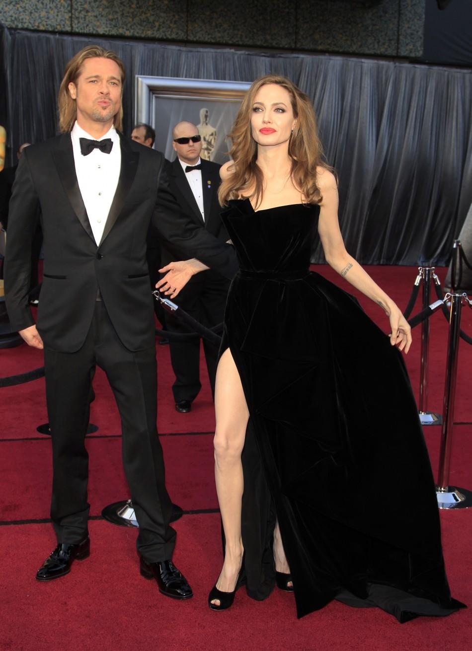 Oscars 2012: Angelina Jolie's Leg Show at the Red Carpet ... брэд питт и анджелина джоли