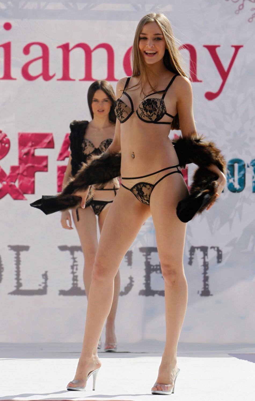 Model bikini fashion korea 45