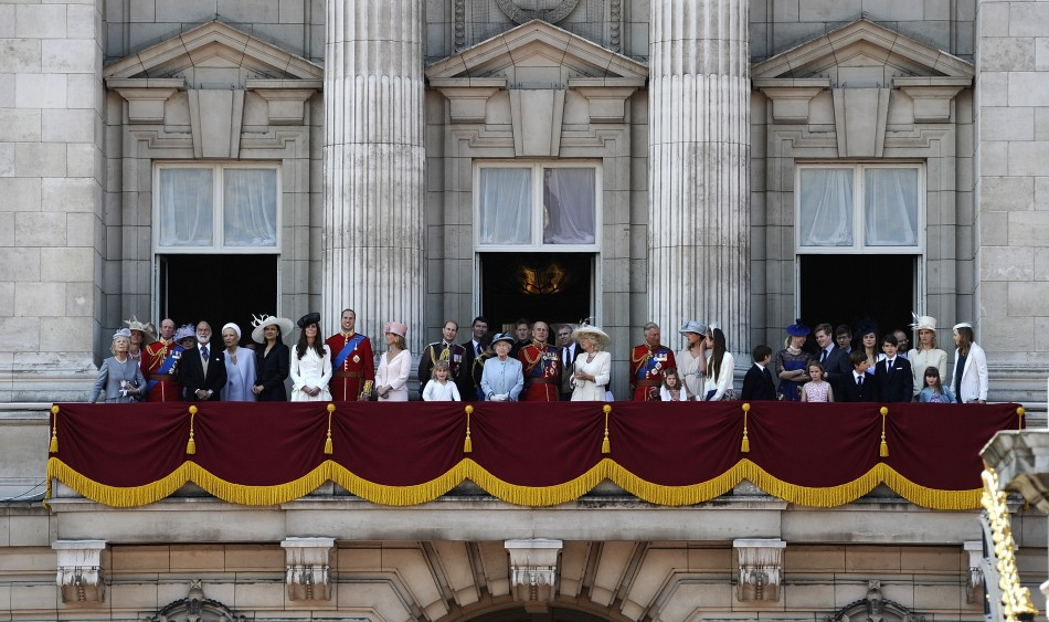 The queen celebrates 86th birthday tradition demands two for Queen elizabeth balcony