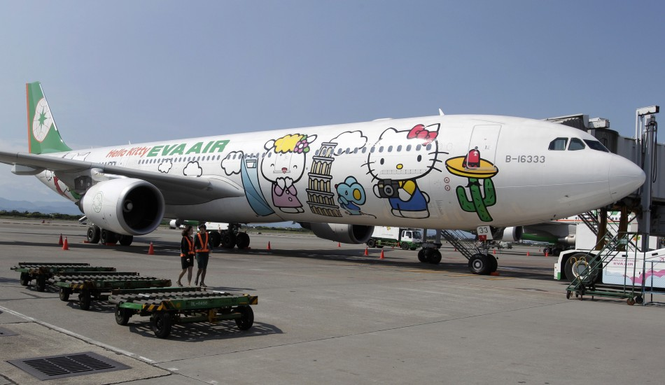 hello-kitty-jet.jpg