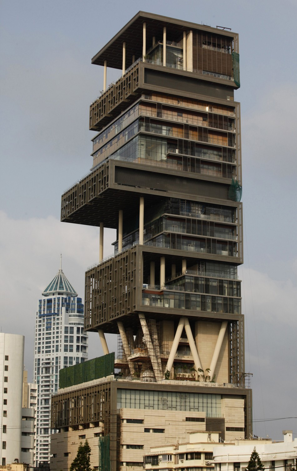 Mukesh Ambani 39 S Antilia Most Expensive Billionaire Home