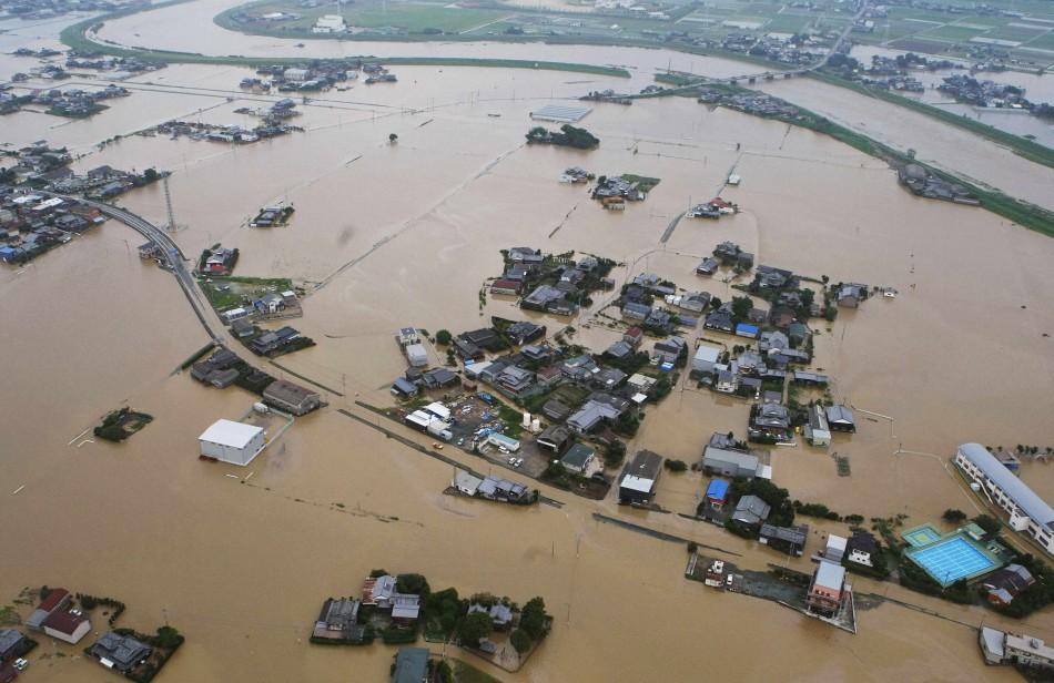 Japan Floods: 400,000 People Evacuate Homes [VIDEO]