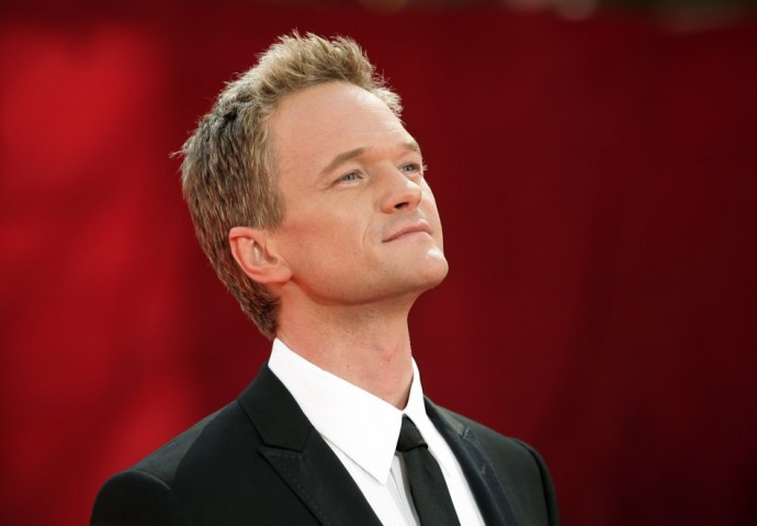 1.Show host and nominee Neil Patrick Harris arrives at the 61st annual Primetime Emmy Awards in Los Angeles