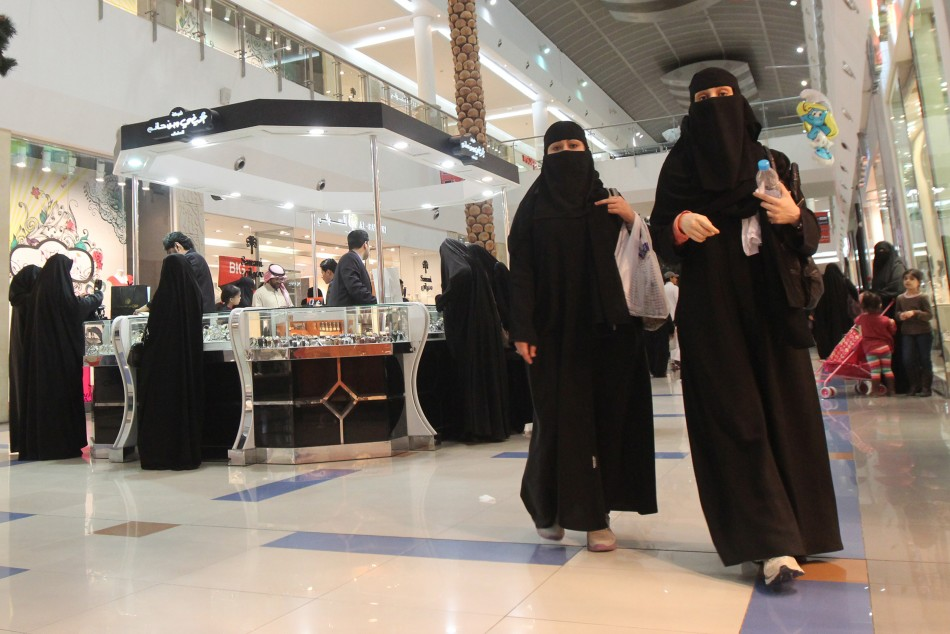 Saudi women shop at Al-Hayatt mall in Riyadh