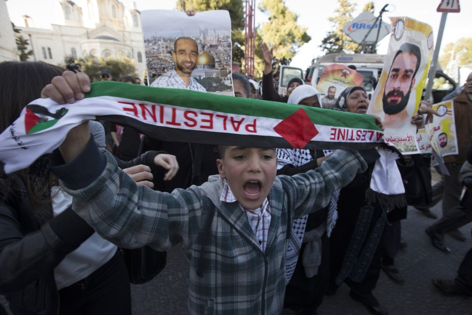 Demonstrators hold up placards depicting Samer al-Issawi, a Palestinian jailed by Israel who has been on lengthy on-again, off-again hunger strike, during a protest in his support outside Jerusalem's magistrates' court February 21, 2013. (Photo: Reuters)