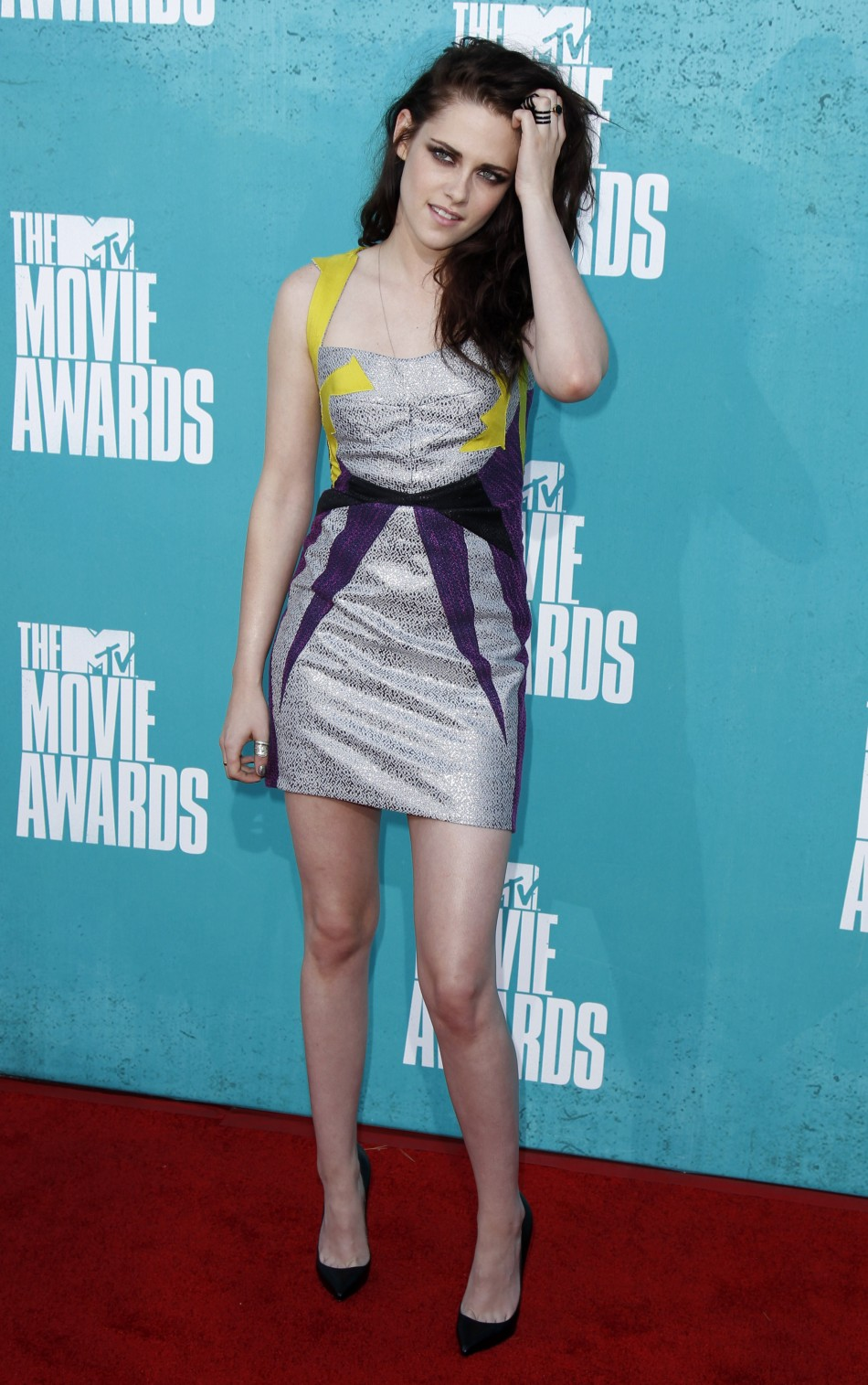 Actress Kristen Stewart arrives at the 2012 MTV Movie Awards in Los Angeles, June 3, 2012.