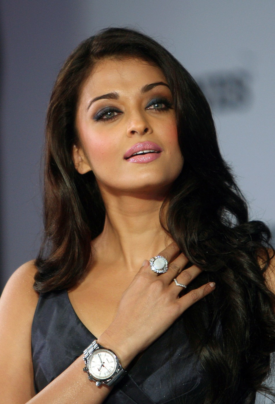 Aishwarya rai 39 s longines poster deemed too sexy for watch - Aishwarya rai coup de foudre a bollywood ...