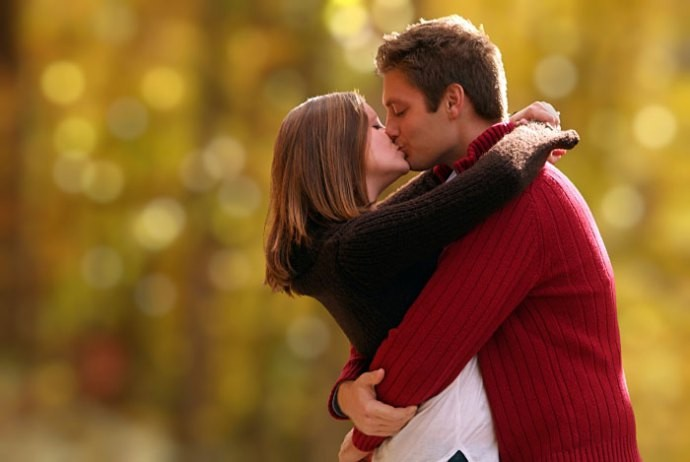 Egyptians Urged to Celebrate National Kissing Day amid ...
