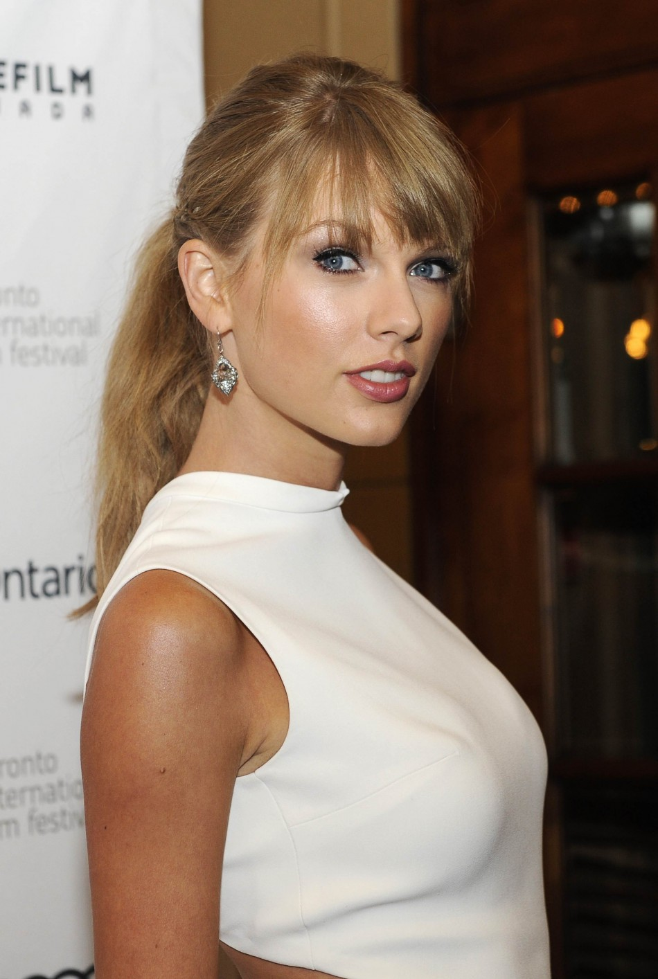 Taylor Swift shakes off rumours of 'major row' with ... Taylor Swift