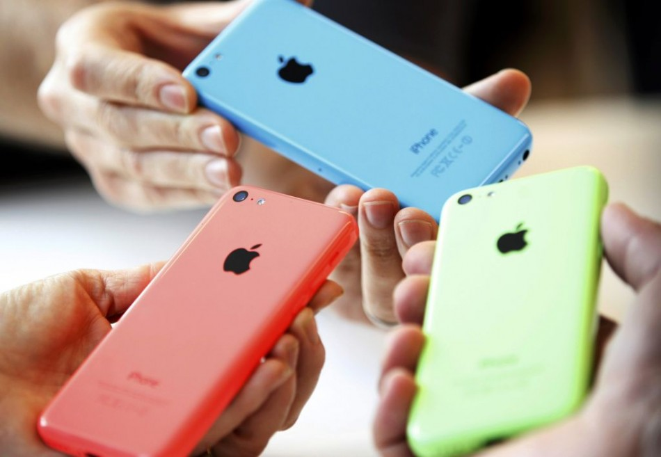 iPhone 5S, 5C: 2013 Apple iOS 7 Smartphones