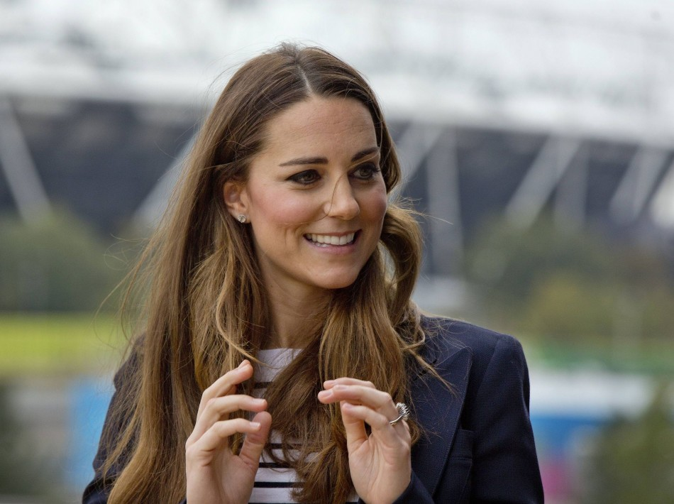 Kate Middleton stunned in a slim body at an athlete workshop held at the Copper Box in the Olympic Park in London on 18 October. (Photo: REUTERS)