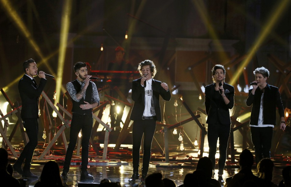 One Direction 'Through the Dark' Music Video Sneak Peek Shown on 1D Day [VIDEOS]