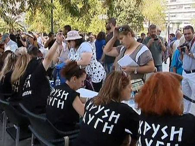 Neo-Nazi party hand out free food to 'real' Greeks
