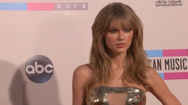 Taylor Swift Wins Big at AMAs