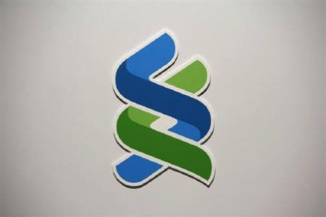 A company logo of Standard Chartered bank is displayed during a news conference in Hong Kong April 29, 2010.