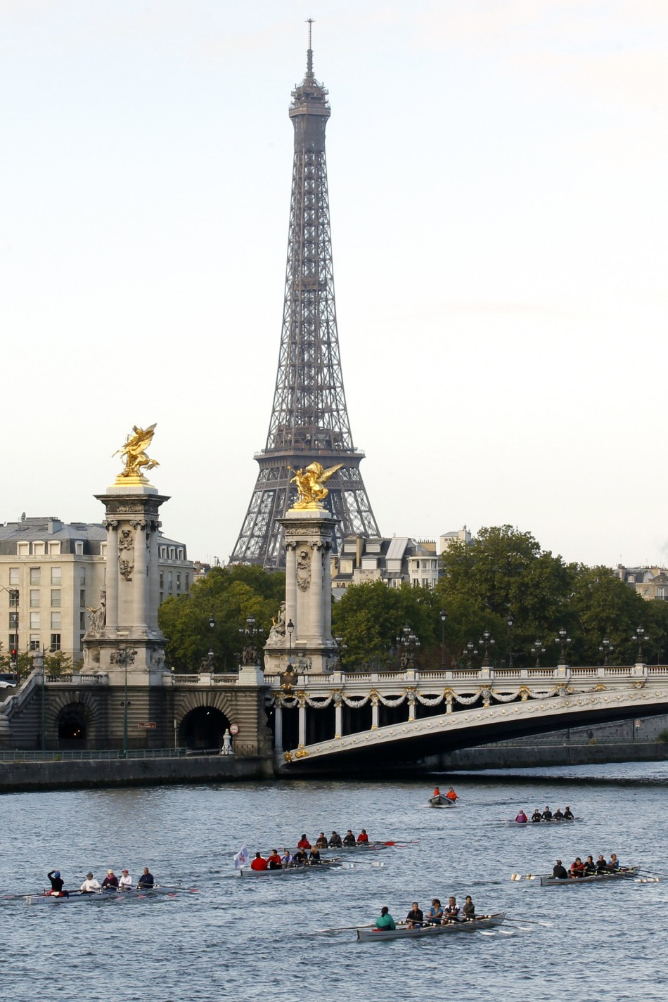 8  PARIS - Paris continues to lead the world in quality of infrastructure, transportation, lifestyle assets and economic reputation, but it falls behind in sustainability and ease of doing business.