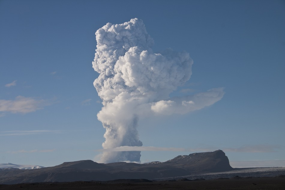 Picture shows the growing ash plume from the Grimsvotn volcano
