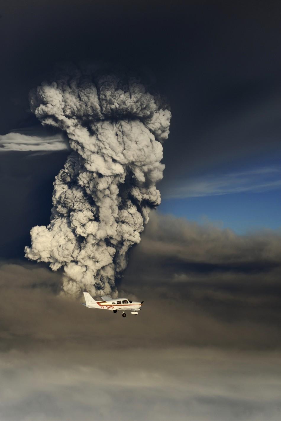 A plane flies past the ash cloud above the Grimsvotn volcano